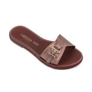 Sandalia-con-adorno-metalico-color-marron