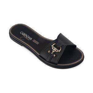 Sandalia-con-adorno-metalico-color-negro
